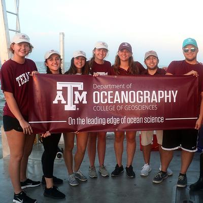 Texas A&M Oceanography undergraduate students