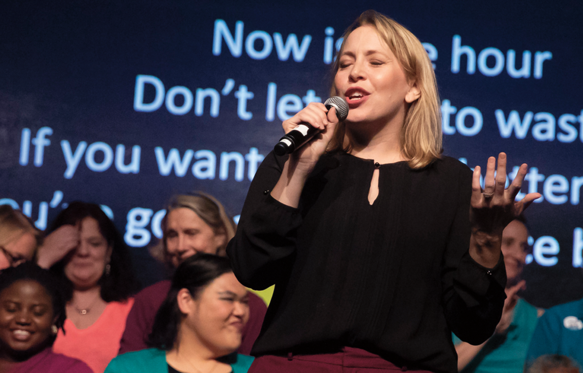 Erin Guinup '96, performing with the Tacoma Refugee Choir at the 2018 Race & Pedagogy National Conference