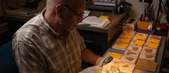 Chris Rollston examining artifacts