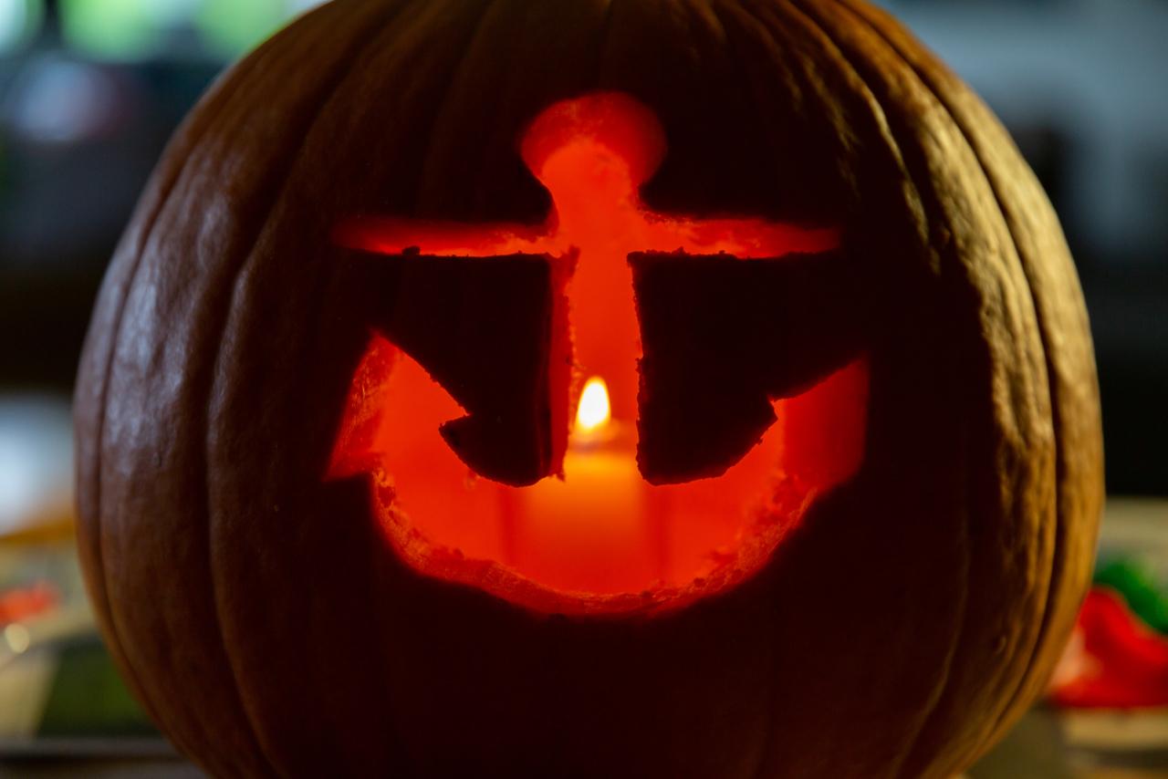 An anchor Jack-o-lantern.
