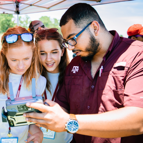 Luis Martinez helping high school students at the College of Geosciences 2019 GeoX camp. (Photo by the Texas A&M Foundation.)