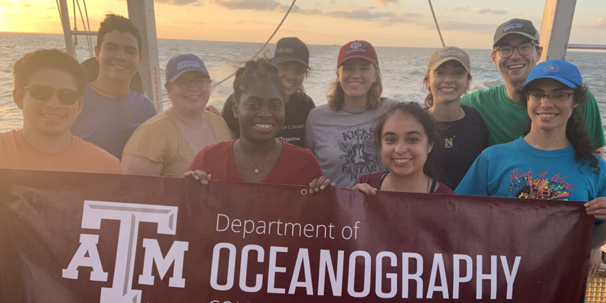 The 2019 Oceanography REU student cohort, in Galveston Bay