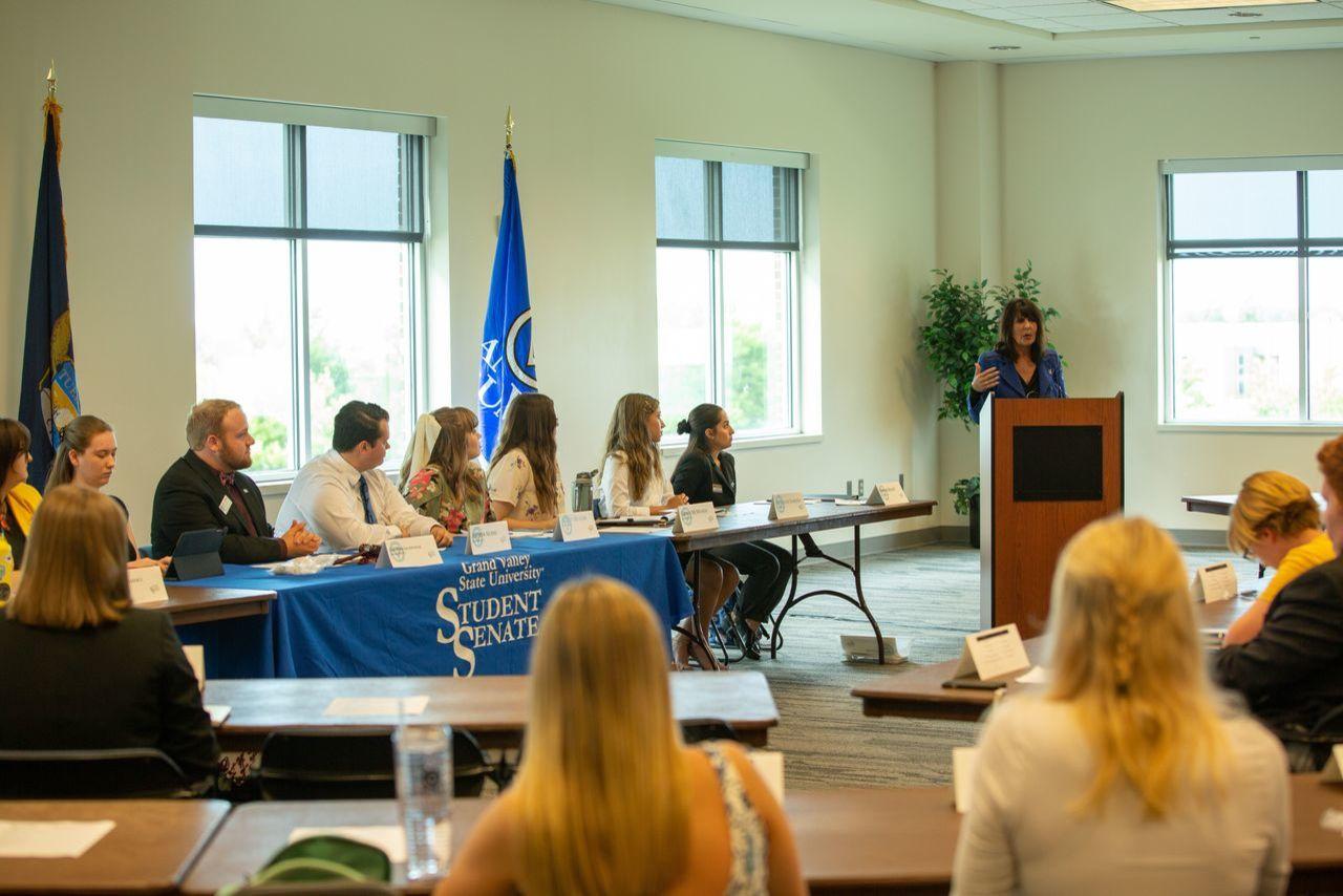 President Mantella speaking at Student Senate meeting
