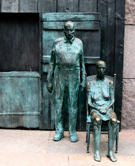 Bronze statues depicting The Great Depression