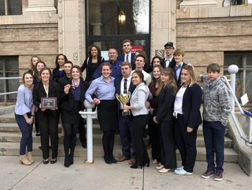 Members of GJHS Mock Trial Team in front of Glenwood Courthouse