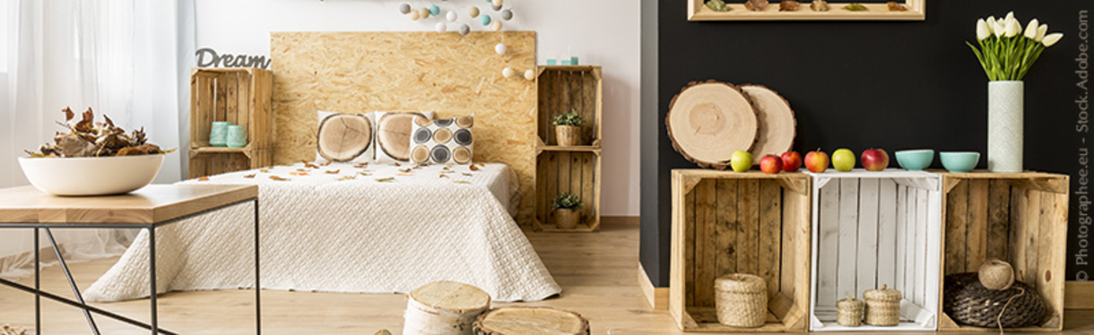 Bright bedroom with atumnal decorations – Photographee.eu at Adobe Stock