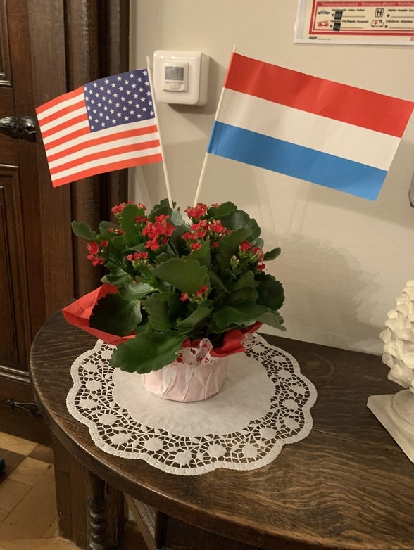 Flowers with US and Luxembourg flags