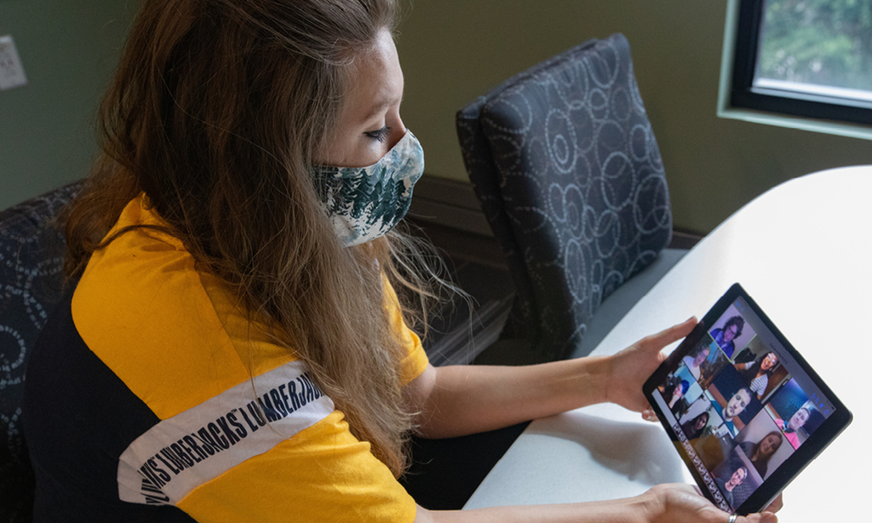 NAU student attending class virtually through NAU Flex.