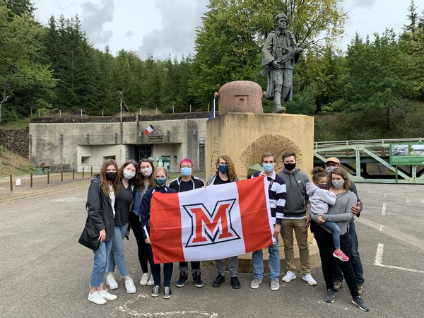 Students in front of Fort Hackenberg