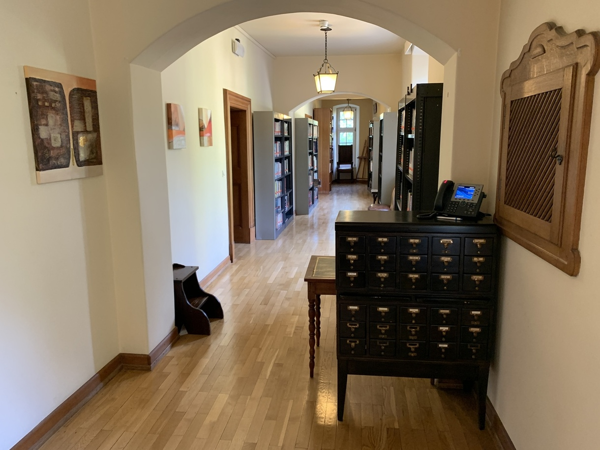 Hallway with books and a cabinet