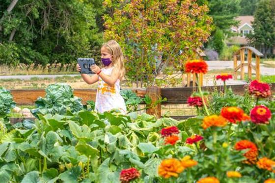Homestead Elementary welcomes students to community garden