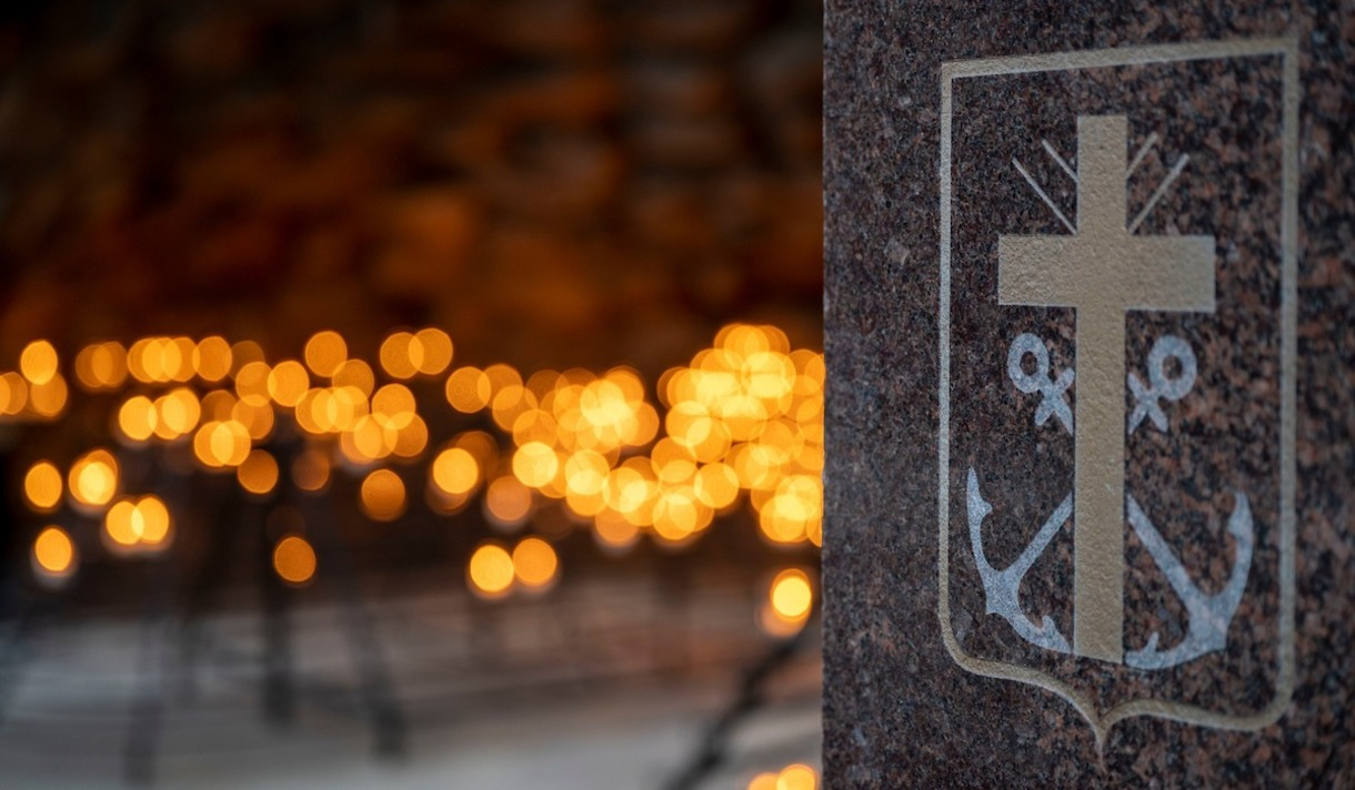 Photo of the Congregation of the Holy Cross insignia at the Grotto