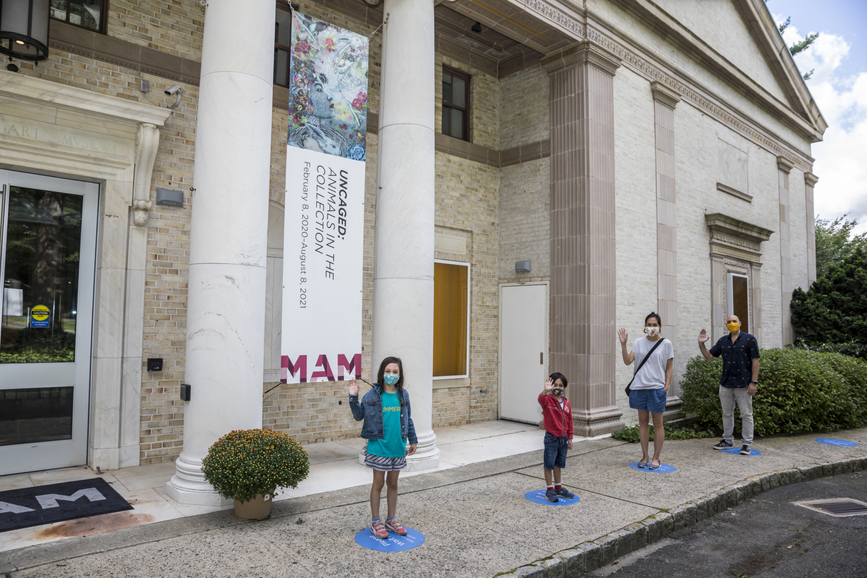 MAM entrance with families