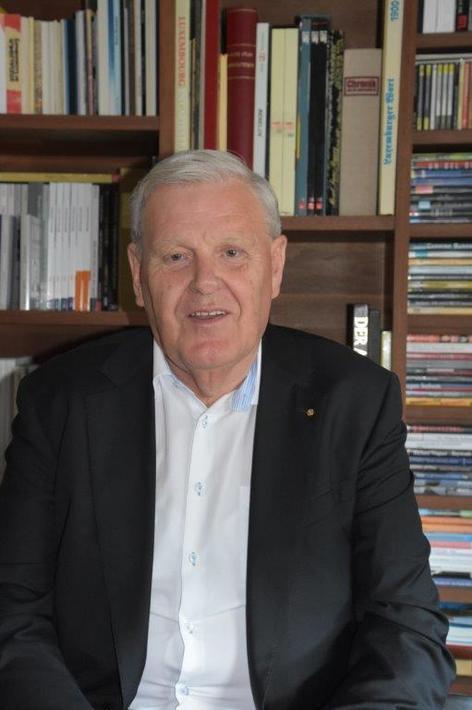 Man in front of bookshelf