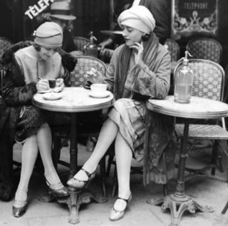 Parisans at a cafe
