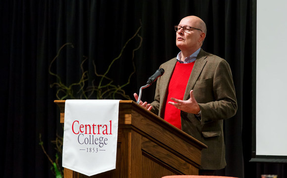 Photo of Central College alum Harry Smith '73 speaking at Central