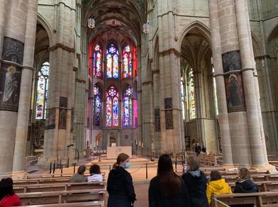Students tour cathedral during study tour