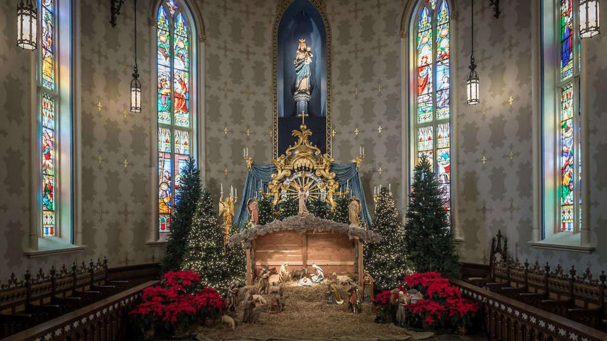 Basilica Nativity Scene in the Lady Chapel. (Photo by Matt Cashore/University of Notre Dame)