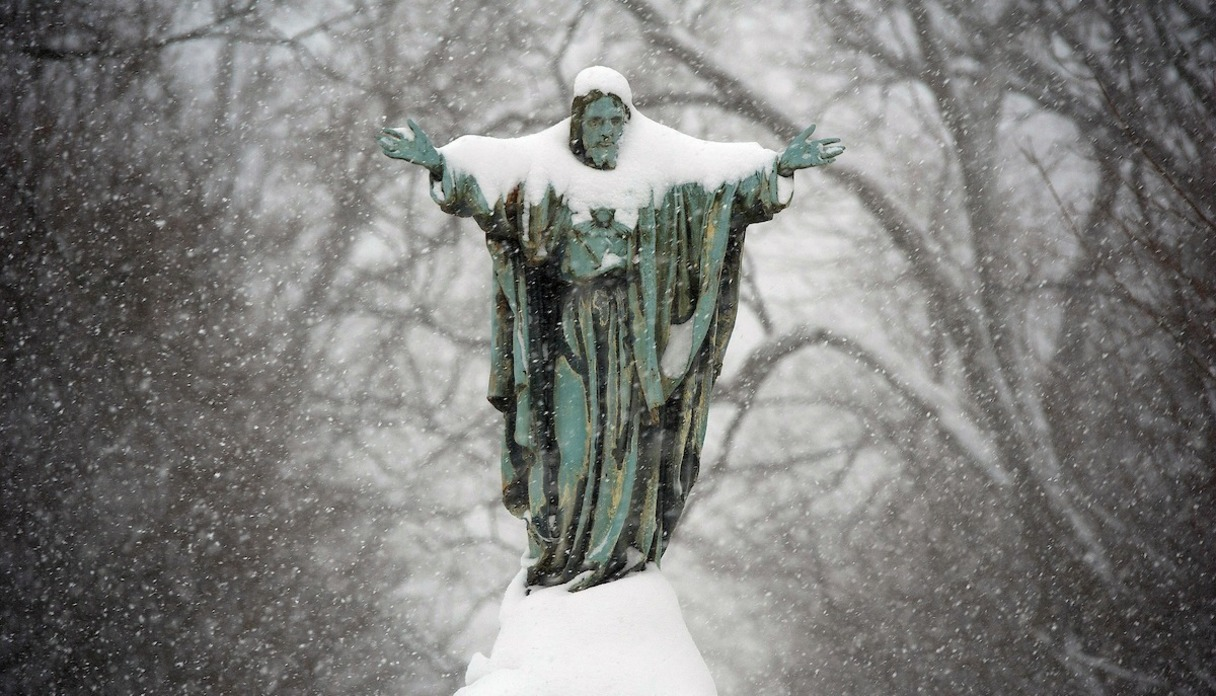 Photo of statue of Jesus at the main quad.