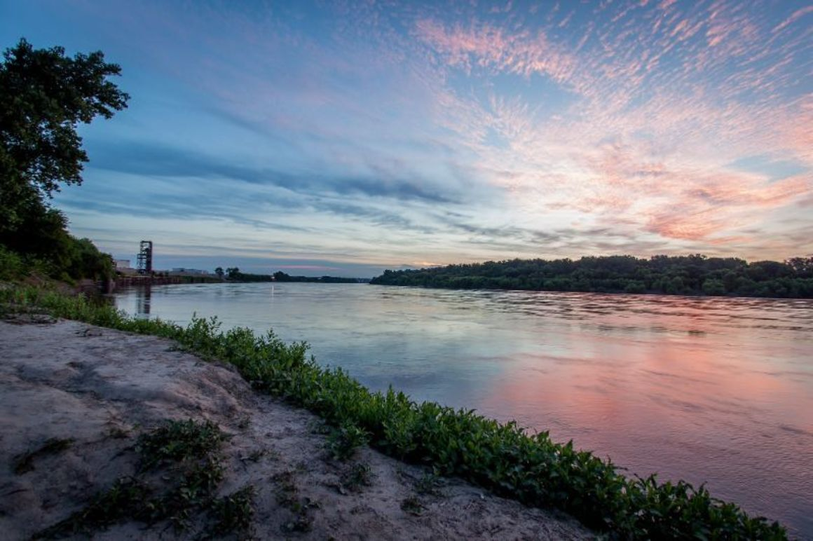 A photo of the Kansas and Missouri rivers at dawn, taken from Kaw Point Park in Kansas