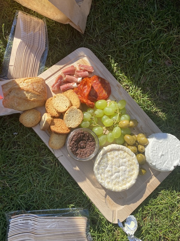 Board with grapes