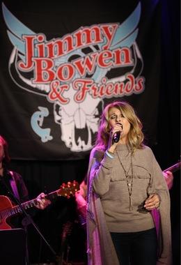Linda Davis Performs, Photo Credits: Wayne Cowan and Daniel Cowan