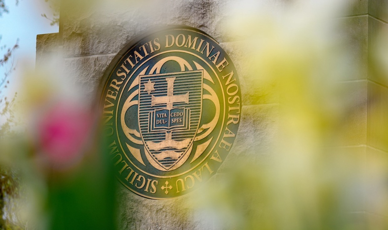 The seal of the University of Notre Dame.