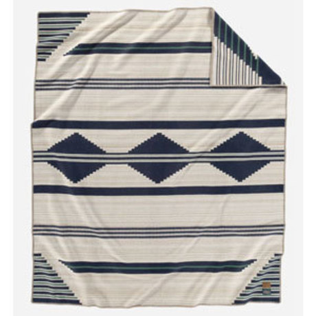 Early weaving contemporary with the Ute-style First Phase Chief blanket