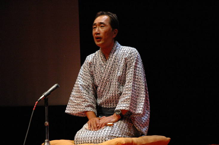 photo of Dr. Kazumi Hatasa in traditional clothing performing Rakugo
