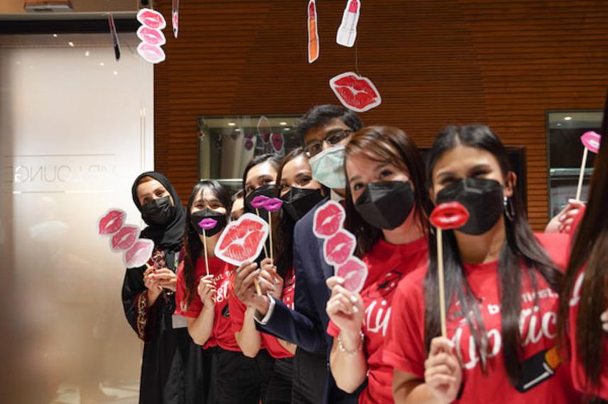 https://www.dutyfreemag.com/gulf-africa/business-news/retailers/2021/08/17/world-lipstick-day-at-muscat-duty-free/#.YRvUsS295pQ