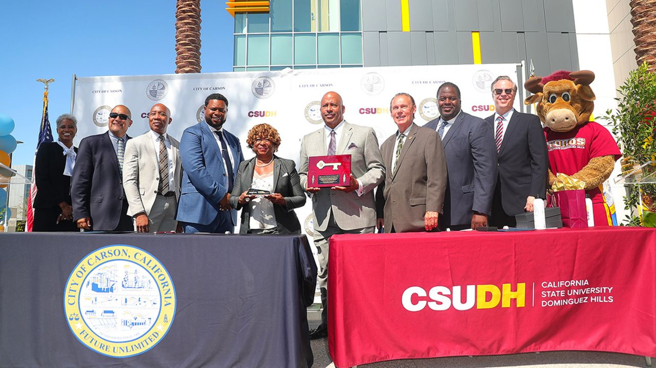 CSUDH Administrators pose with Carson city officials