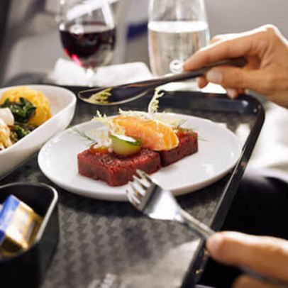 https://www.pax-intl.com/passenger-services/catering/2021/09/08/lufthansa-launches-new-bc-meal-concept/#.YUIVTi271pQ
