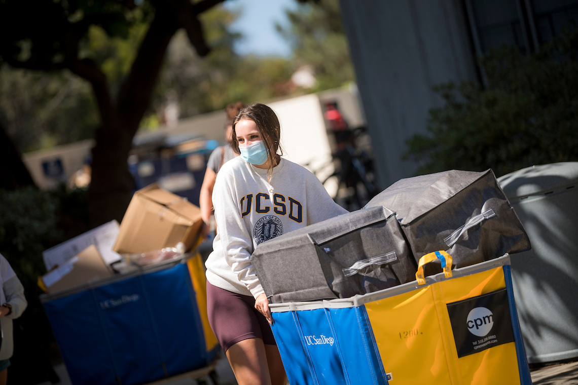 UC San Diego student moving into their residential hall.